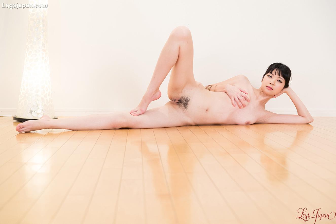 Sexy long legs of Anna Matsuda: www.avwalker.com/2016/01/sexy-long-legs-anna-matsuda